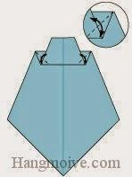 Bước 7: Gấp tạo nếp gấp hai góc giấy.