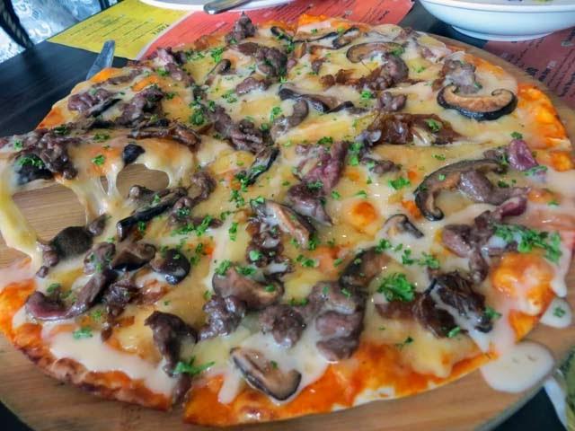 steak cheese pizza