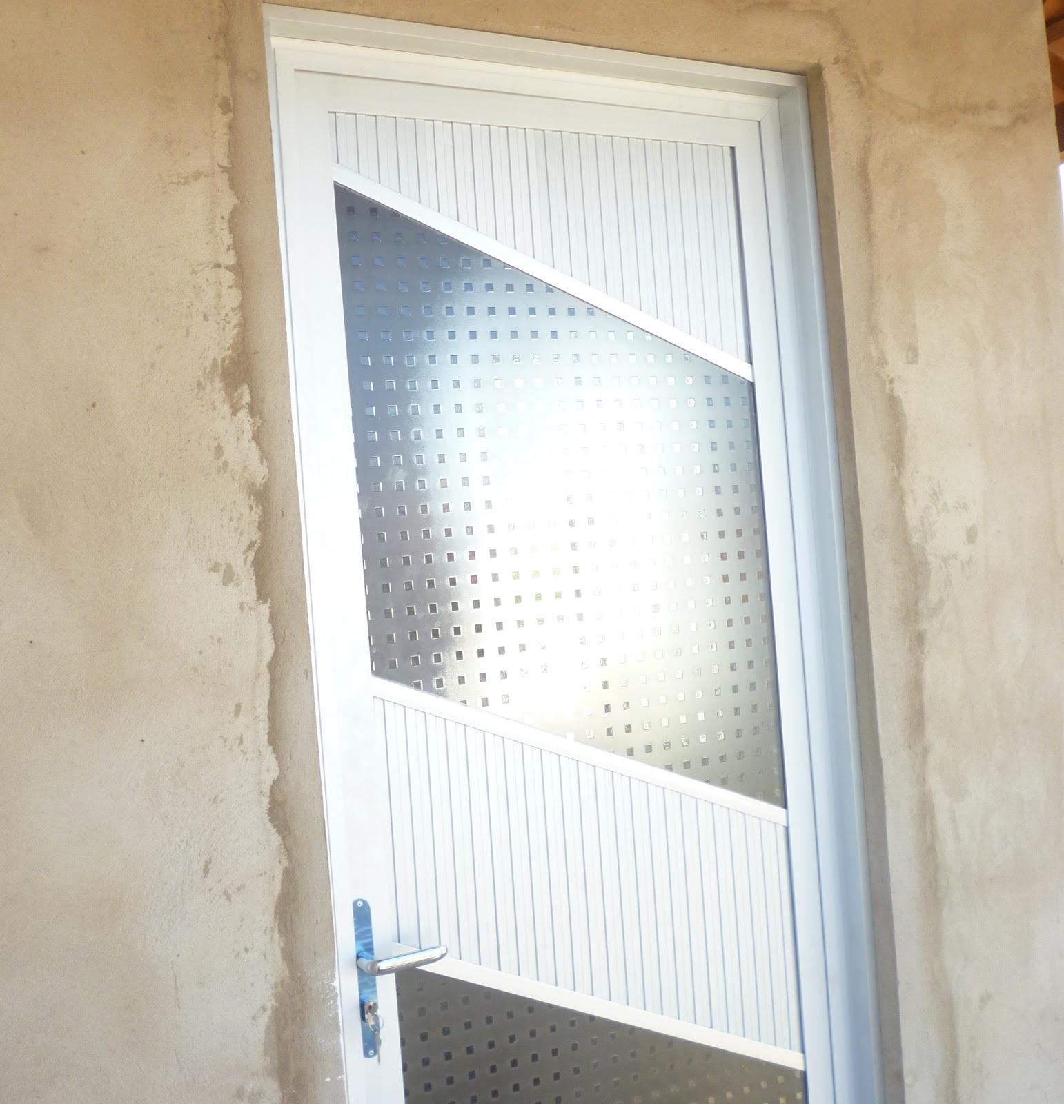 #743C18 PORTA EM ALUMÍNIO COM VIDRO (MODELO DIAGONAL) 1100 Portas E Janelas De Aluminio Na Telha Norte