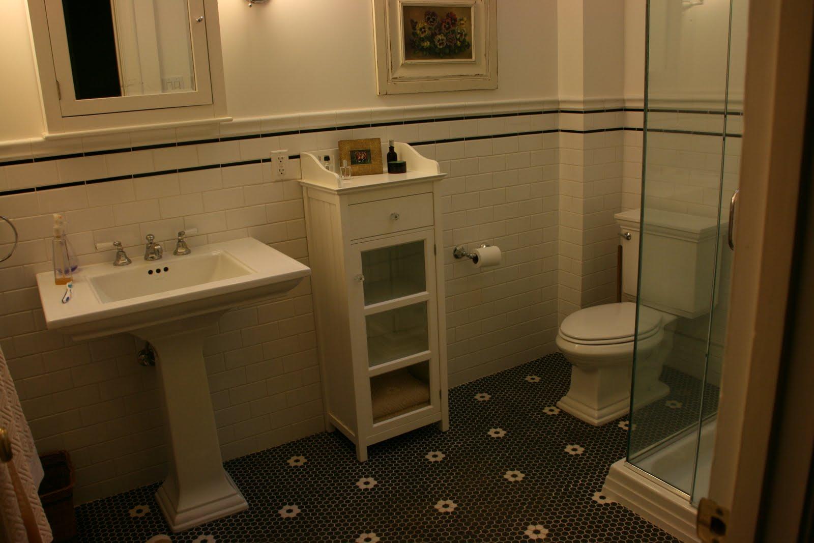 Vignette design tuesday inspiration chicken wire for Vintage bathroom ideas uk