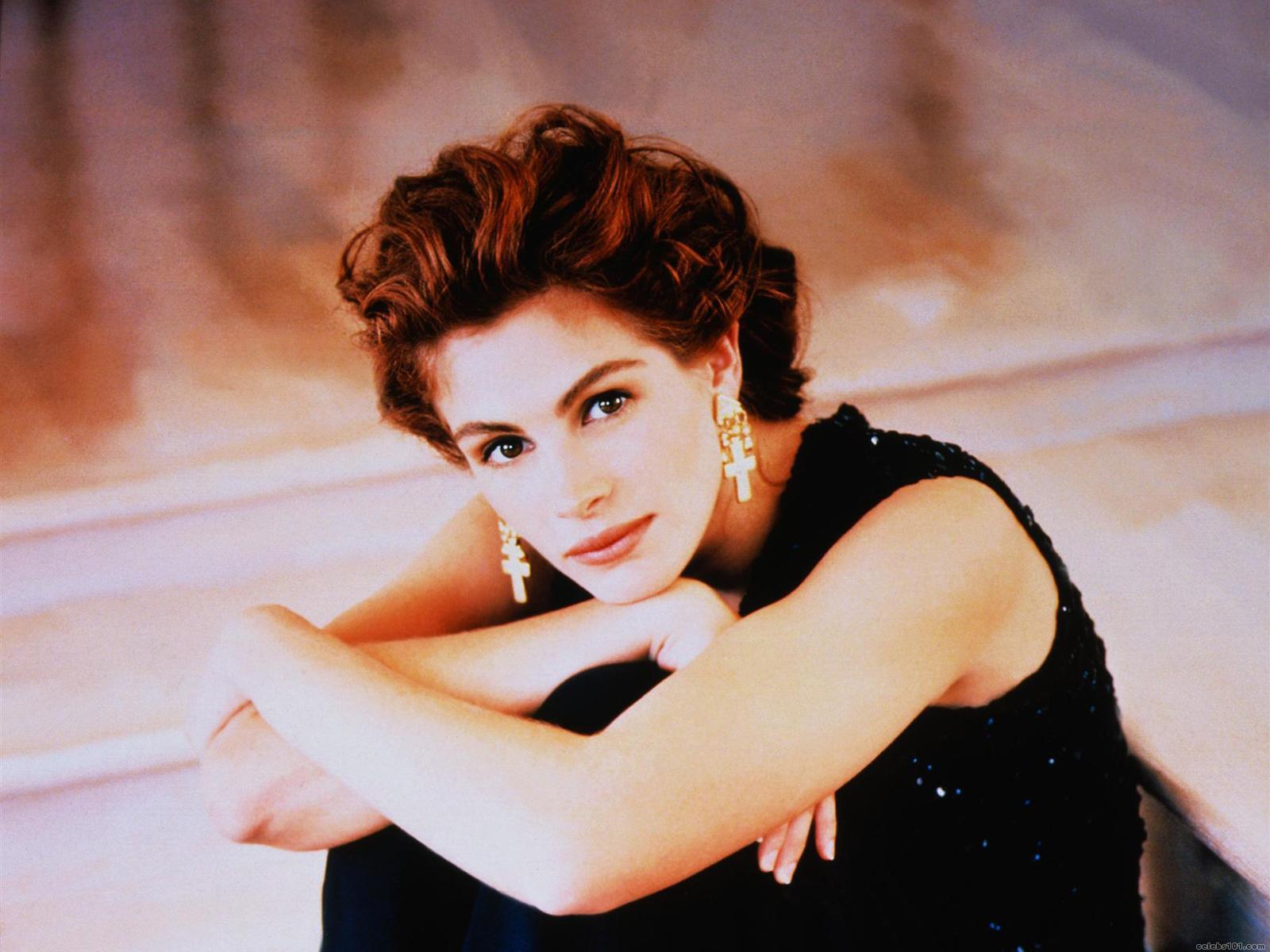 http://4.bp.blogspot.com/-v2hbKUAmYk0/UM5BdfdGawI/AAAAAAAAnaA/PzVG3CRs4yo/s1600/Julia-Roberts-earrings.jpg