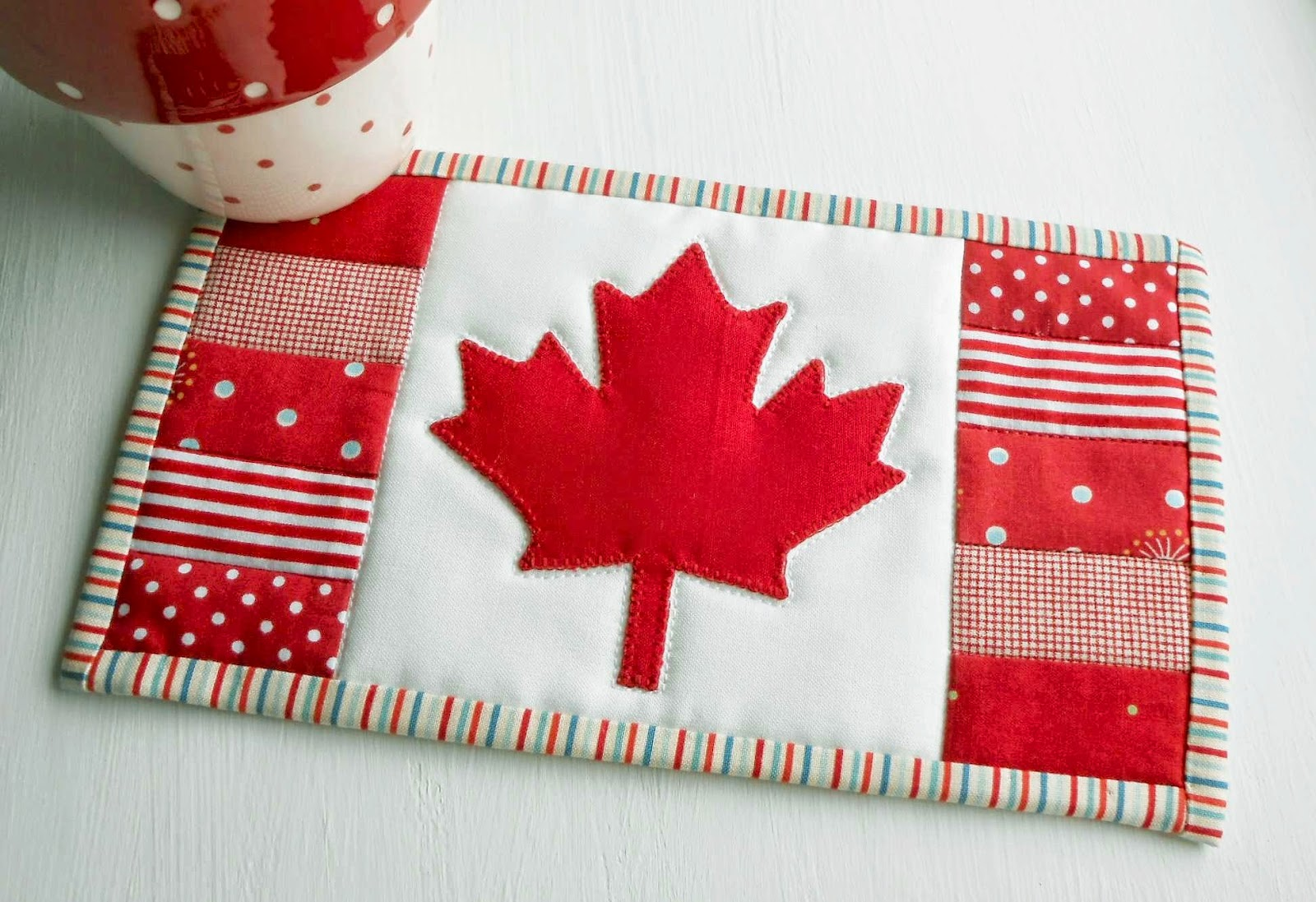 the patchsmith canadian flag maple leaf mug rug