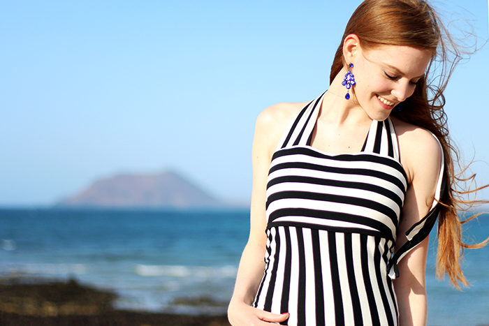 Fashion blogger beach outfit dress stripes red hair pale skin holiday summer