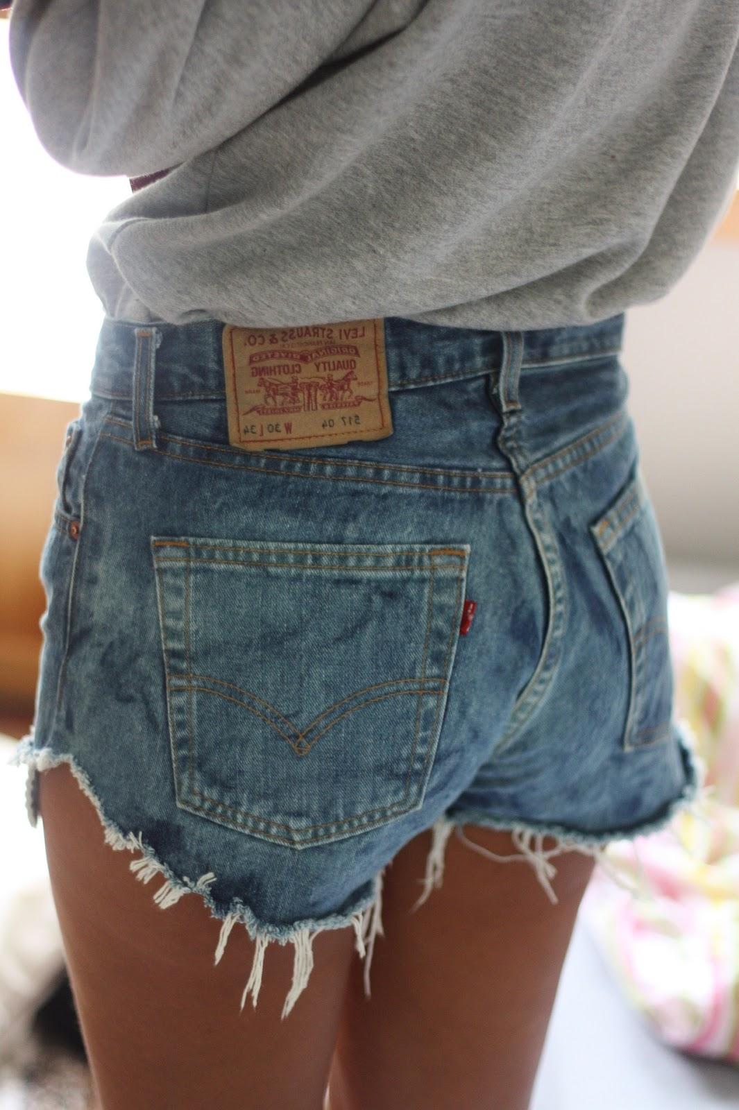 DIY Tutorial: Grunge Levis Cut-Off Shorts | BLACKRUSH Black Shorts Tumblr