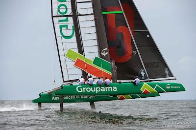 L'AC45 Groupama de Franck Cammas en plein vol hier !