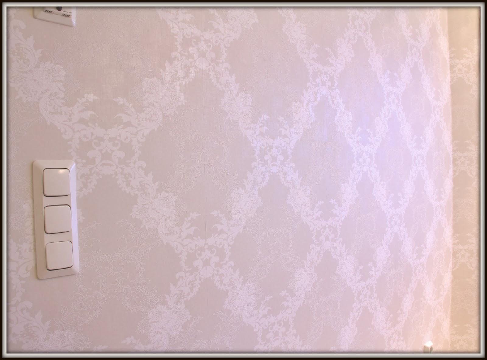 Valkoista Harmoniaa Pieni tilaus AmandaB n tuotteita ja kurkkaus keittiön ta