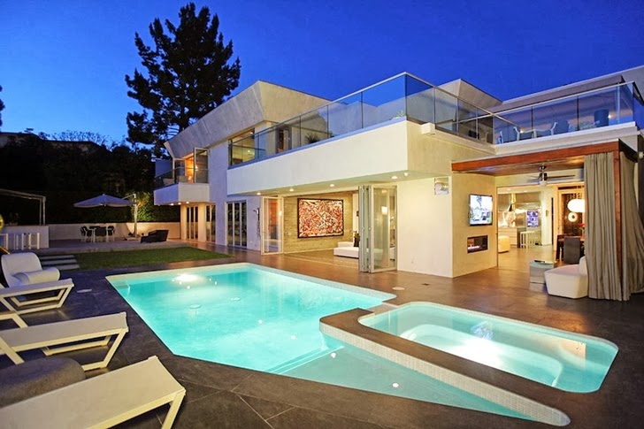 Beverly Hills House It Is Designed The Way Many In Beverly Hills