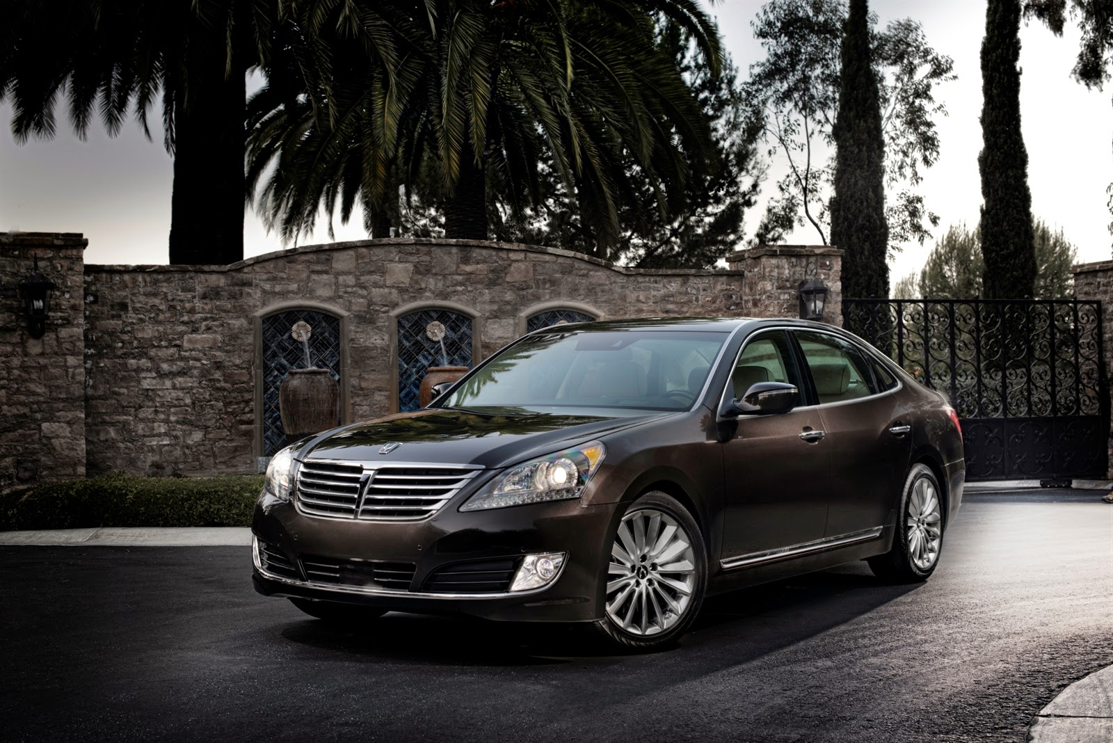 Just call the 2014 Equus 'Hyundai to the Max'