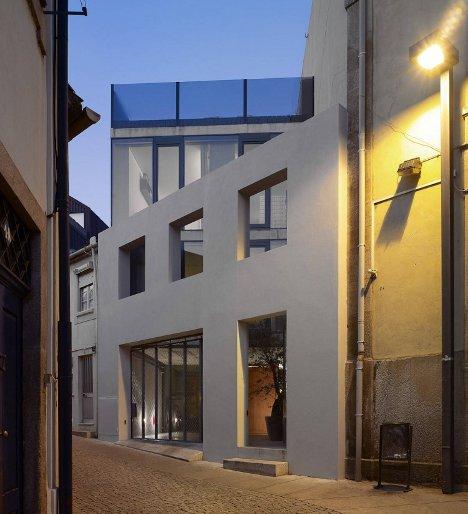 Dise o ultramoderno de tradicional casa portuguesa for Casa ultramoderna