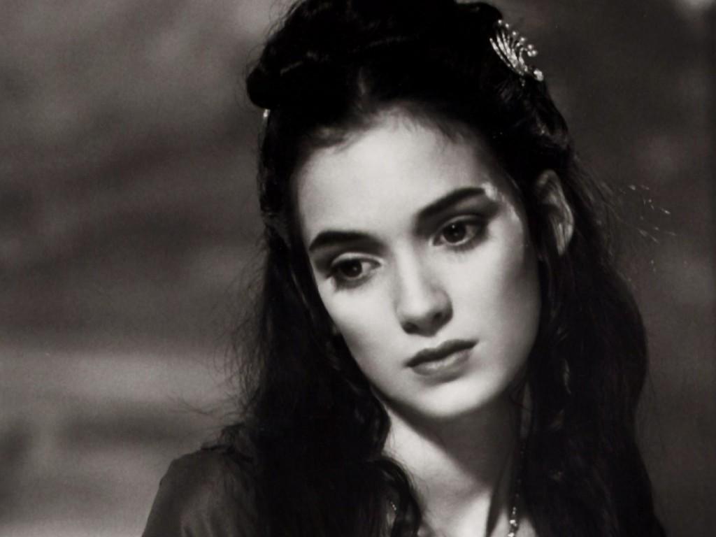 http://4.bp.blogspot.com/-v4NqOtsod7o/Tr6T4-9nnMI/AAAAAAAAAgI/Qbo-jDimnOo/s1600/american-actress-winona-ryder-wallpaper-3.jpg