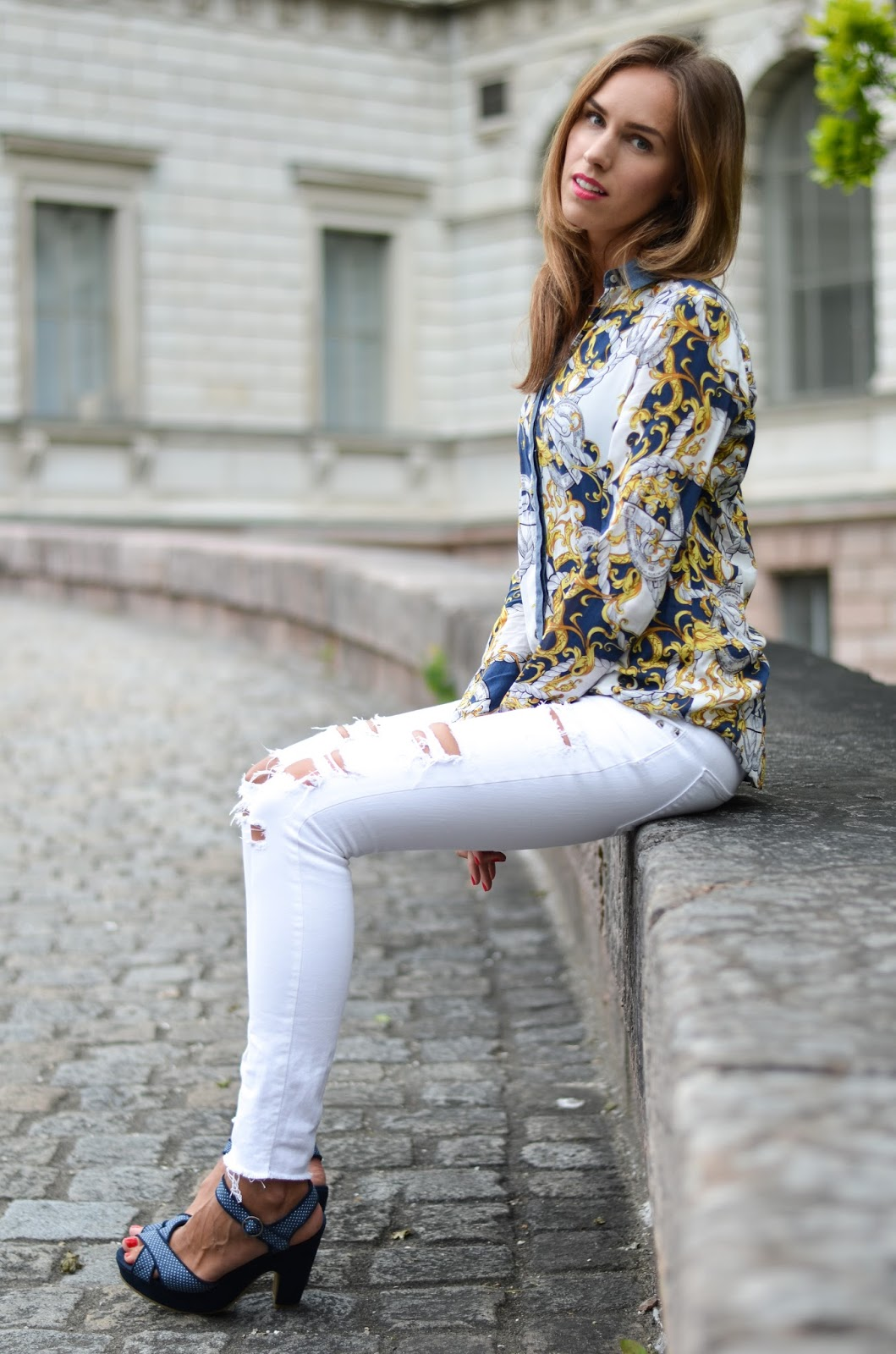 kristjaana mere blue printed shirt white ripped jeans