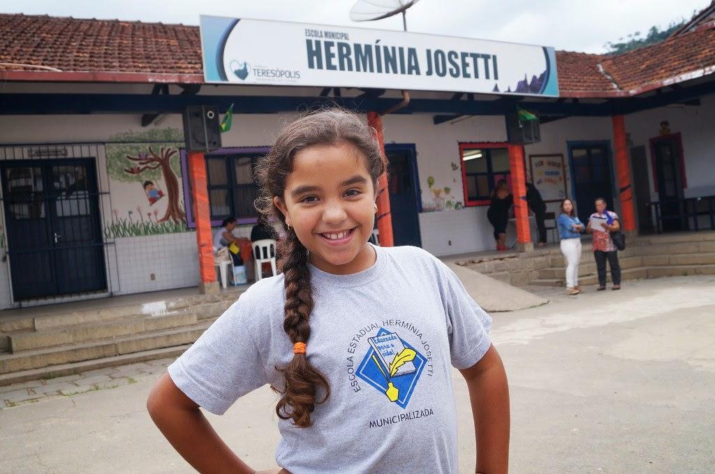 A aluna Ana Luísa, de 9 anos, é só elogios à Escola