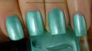 Swatches e review di due tonalità di verde acqua.