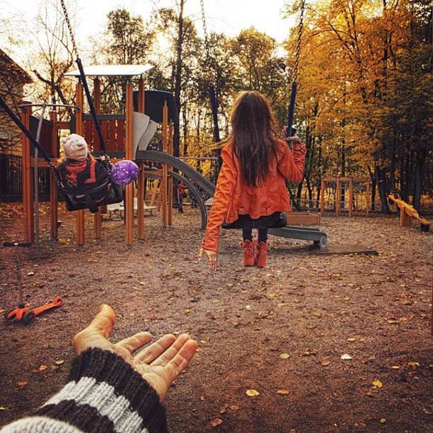 Follow Me To - Gorky Park - Fotógrafo Murad Osmann segue a namorada pelo mundo