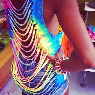 Blusa recortada em várias cores com estilo tie-dye