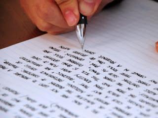 Cara menulis esai