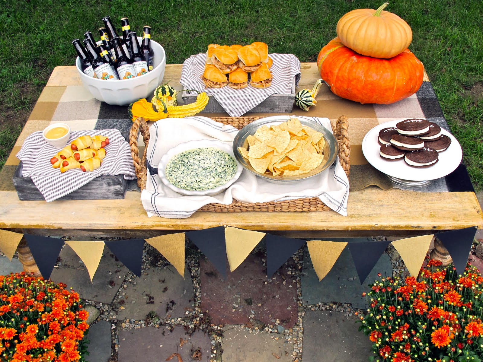 Table decoration for party - Tailgate Party Recipes Decor Ideas