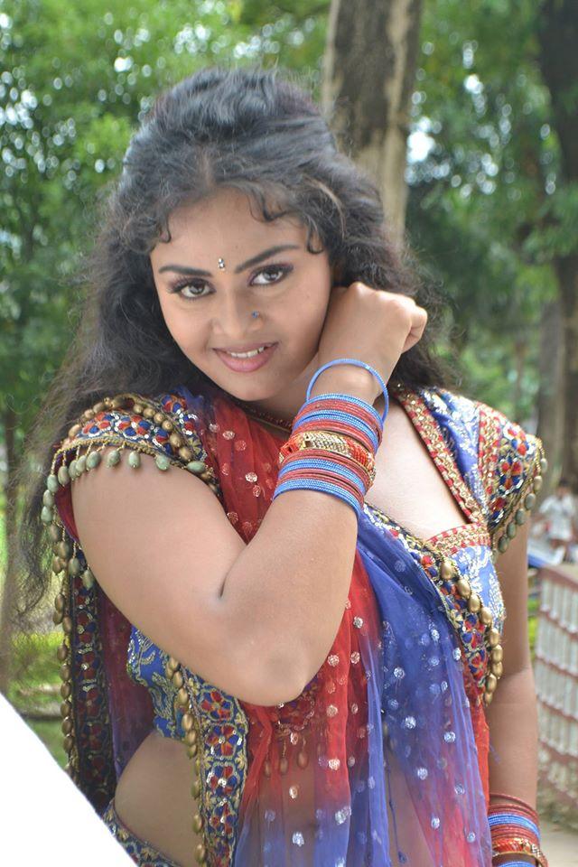 Tanushree Chatterjee Hot Wallpapers - Latest Bhojpuri Heroine Tanushree Chatterjee Hot Photos, Pics, Image