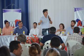 Presidente da AMA sugere que prefeitos cortem salários para enfrentar a crise