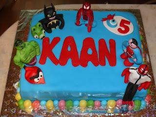 Süper kahramanlar pastası