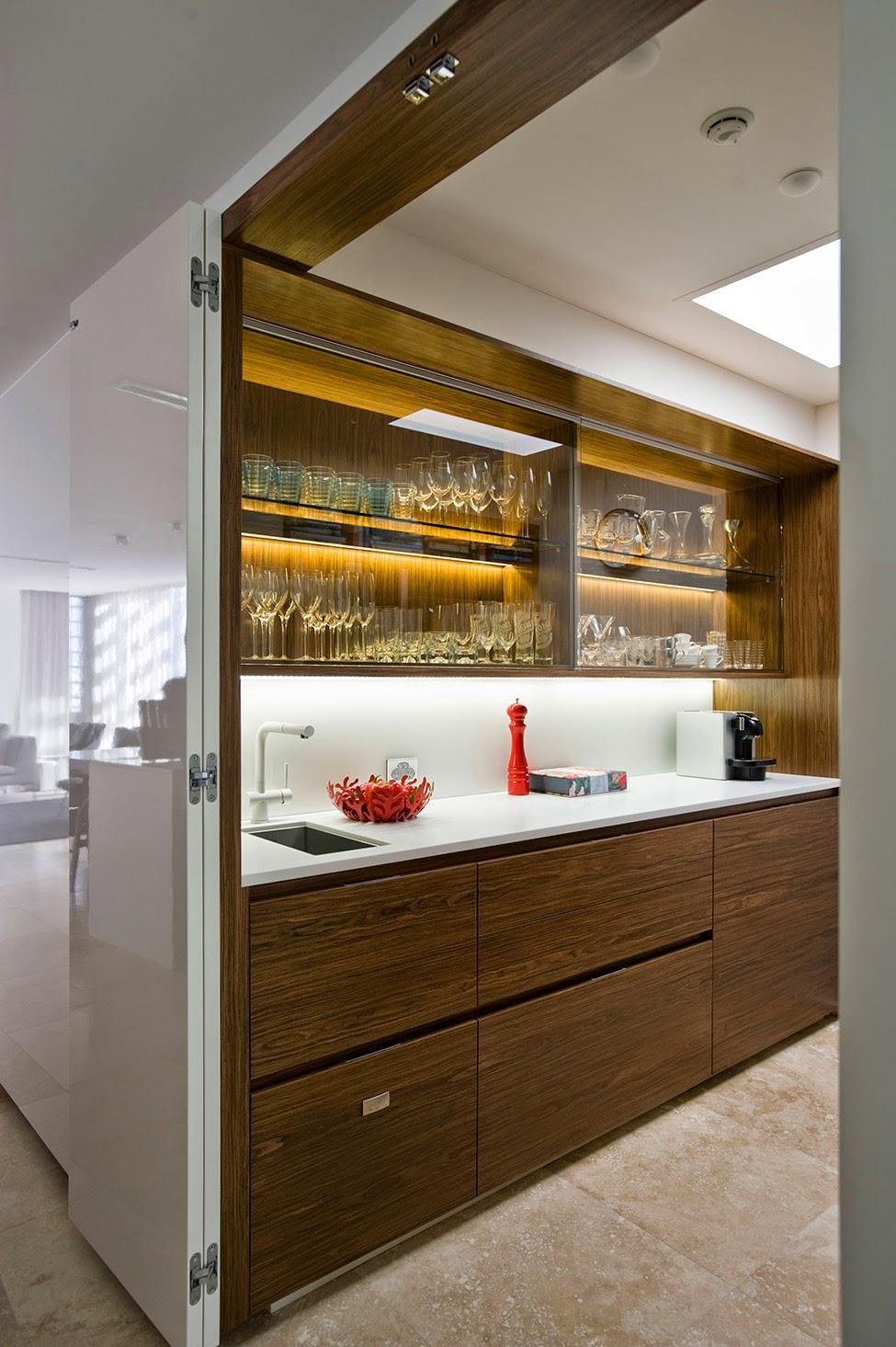 Скрытая на кухне 11 фотография