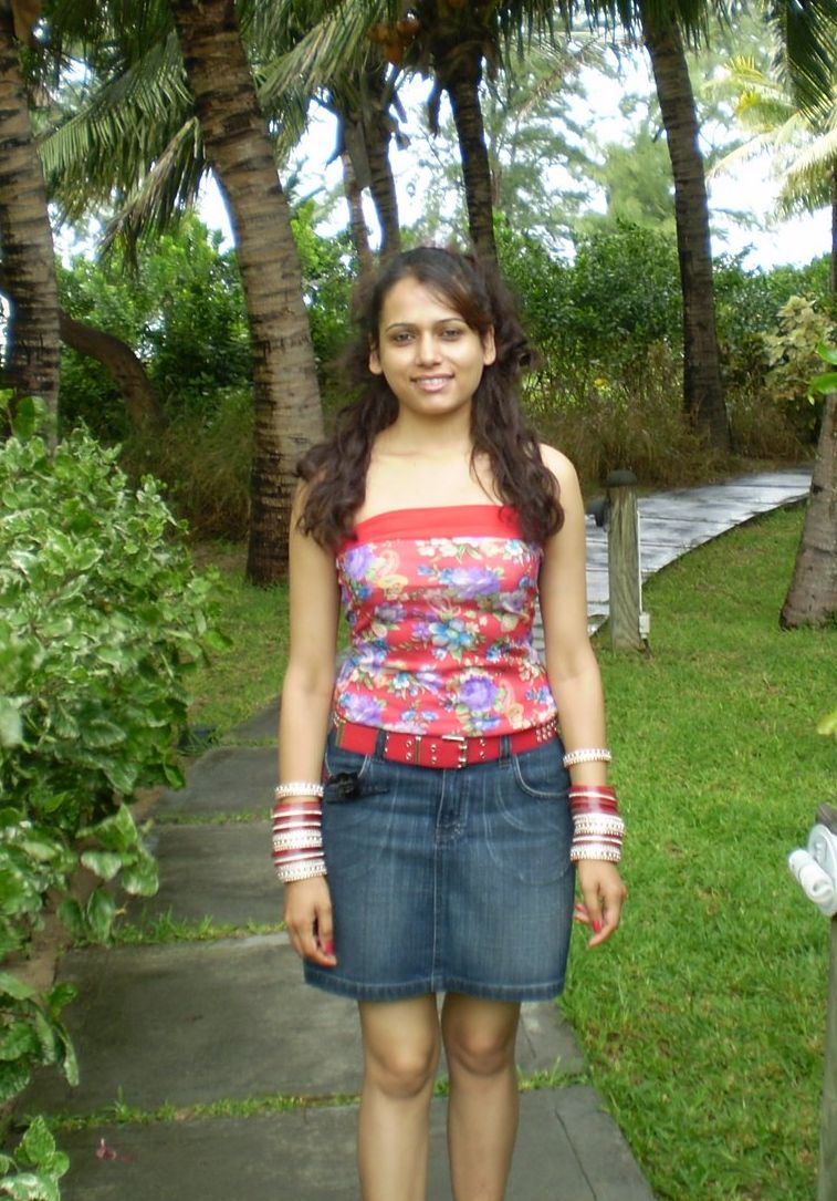 Amazing Beautiful Indian Desi College Girls In Mini Skirt Pictures Indian