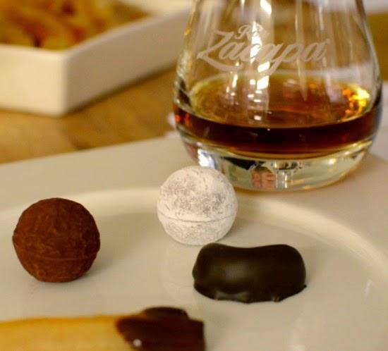 Chokladtryfflar, tryfflar, praliner och Zacapa rom, Guatemala, lagrad rom, ron