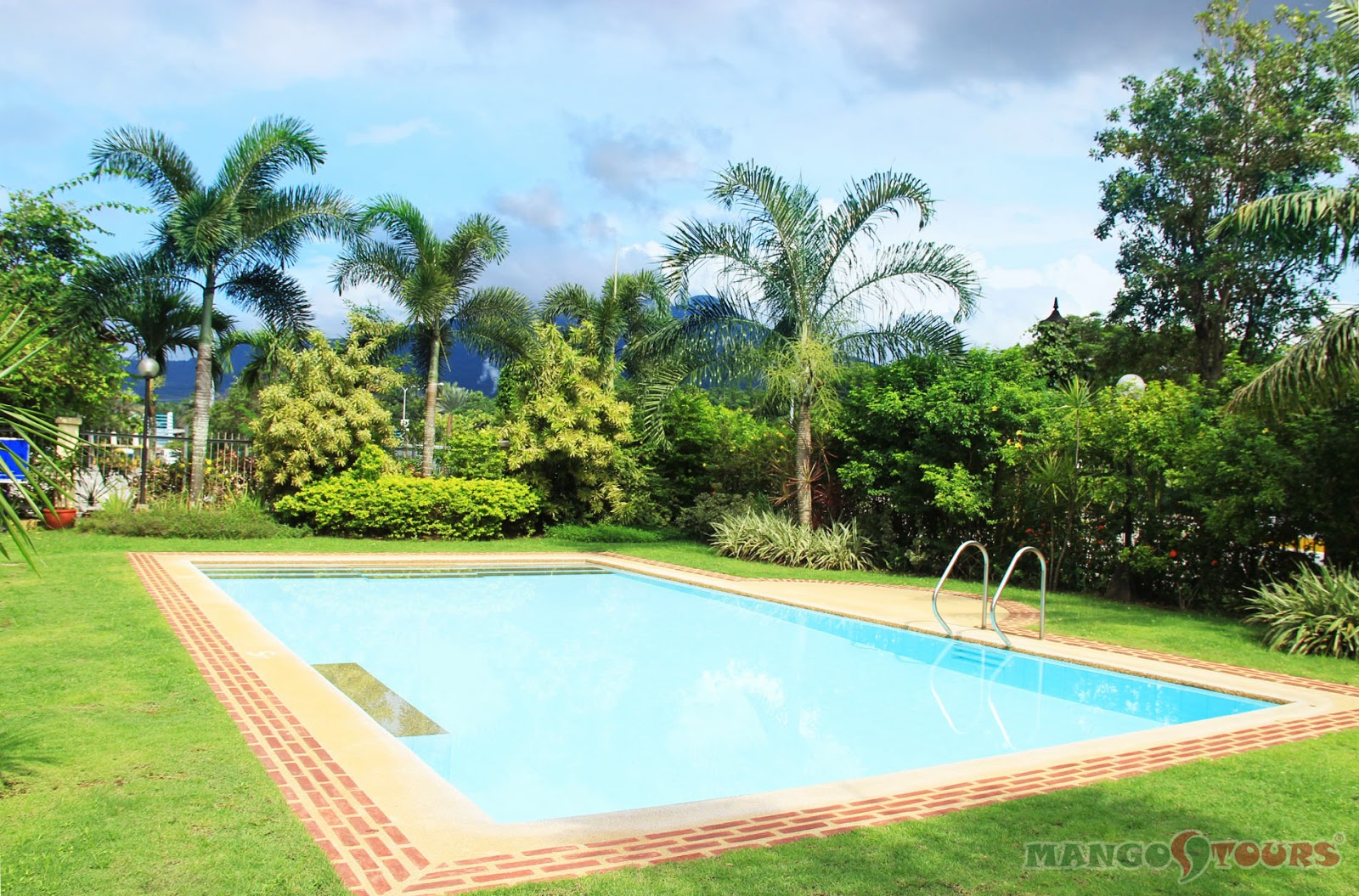 Mango Tours Microtel by Wyndham Sto. Tomas Batangas outdoor swimming pool