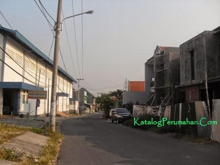 Jalan masuk Puri Lidah Kulon Indah