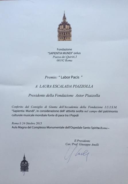 DISTINCIÓN A LAURA ESCALADA PIAZZOLLA