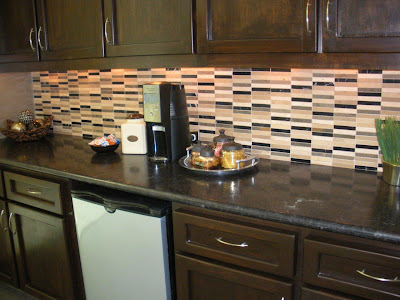 CONTEMPORARY KITCHEN COUNTERTOP