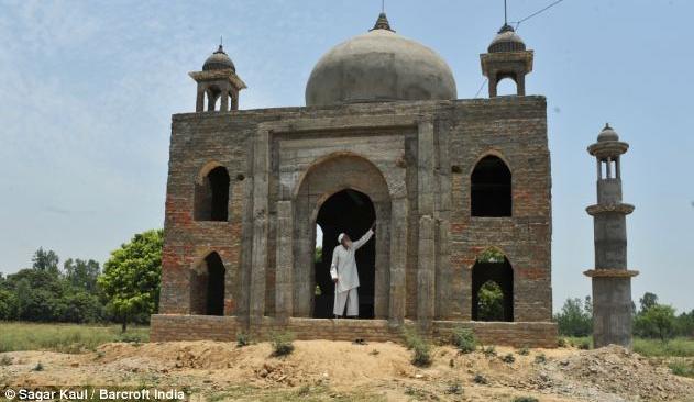 2013 06 23 222932 Demi Cinta Lelaki Ini Bina Taj Mahal Kedua