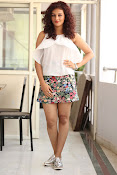 Seerat Kapoor New glam stills-thumbnail-13
