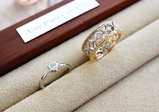 銀座ジュエリーサロンオリジナルリングと記念の婚約指輪のコラボレーション。