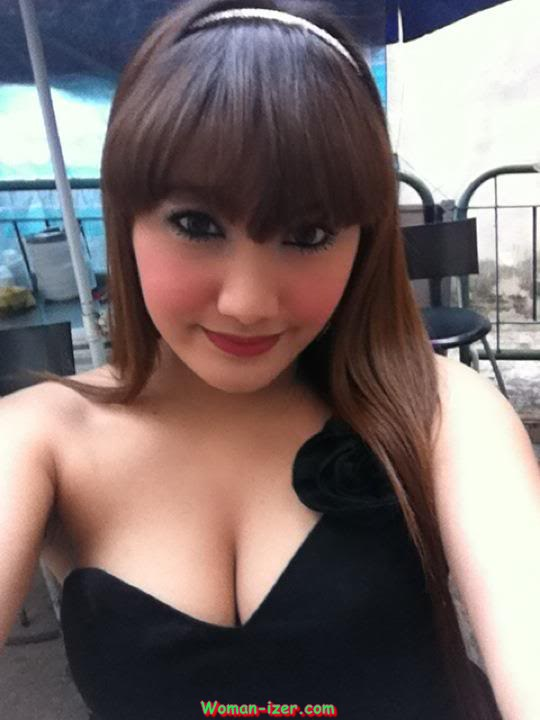 Mauly, Indonesian Cute Female University Student Sexy Pictures