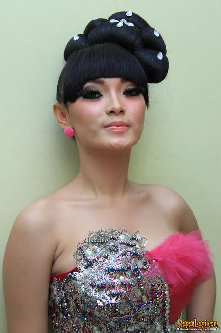 FOTO ARTIS :: Profil Foto Zaskia Gotik Terbaru 2013 [HOT]