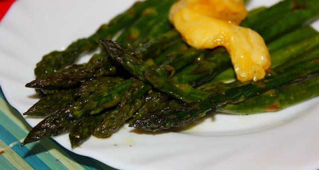 zielone szparagi zapiekane