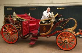 KATE MIDDLETON TRIES THE ROYAL CARRIAGE