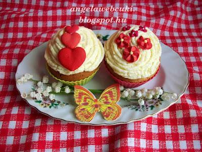 Anyák napi citrompudingos muffin, könnyen elkészíthető sütemény, valódi citromot felhasználva a tésztában és a krémben is.
