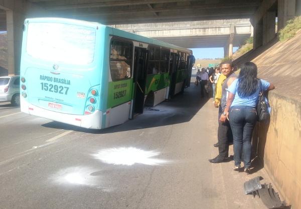 Ônibus perde a roda na subida da ponte JK
