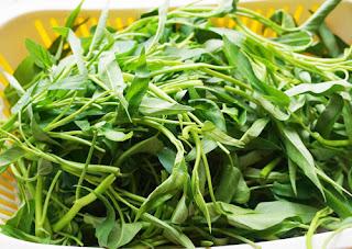 Cách làm rau muống xào tỏi giòn xanh như ngoài hàng 1