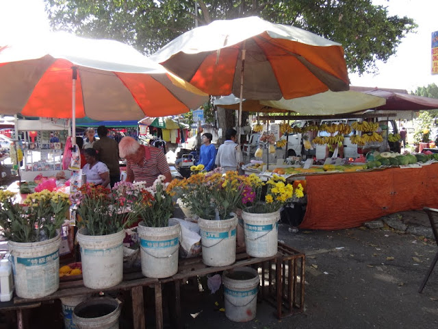 Flowers and fruits can be found at the morning market in Malaysia