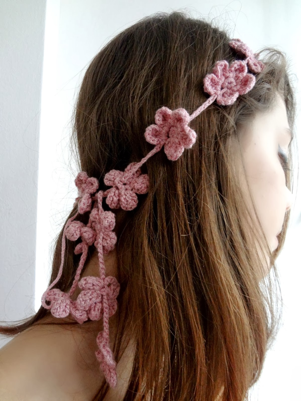 http://thelittletreasures.blogspot.com/2014/02/forget-me-not-headband-free-tutorial.html