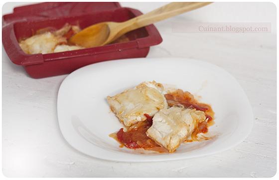 Cuinant bacalao con tomate cebolla y pimiento - Cocinar bacalao congelado ...