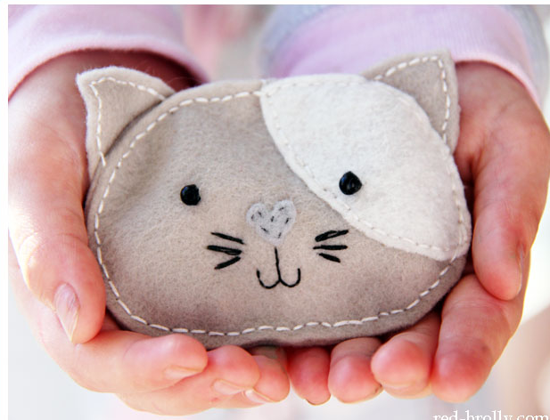 http://www.red-brolly.com/2014/06/make-comforting-winter-pocket-handwarmers/