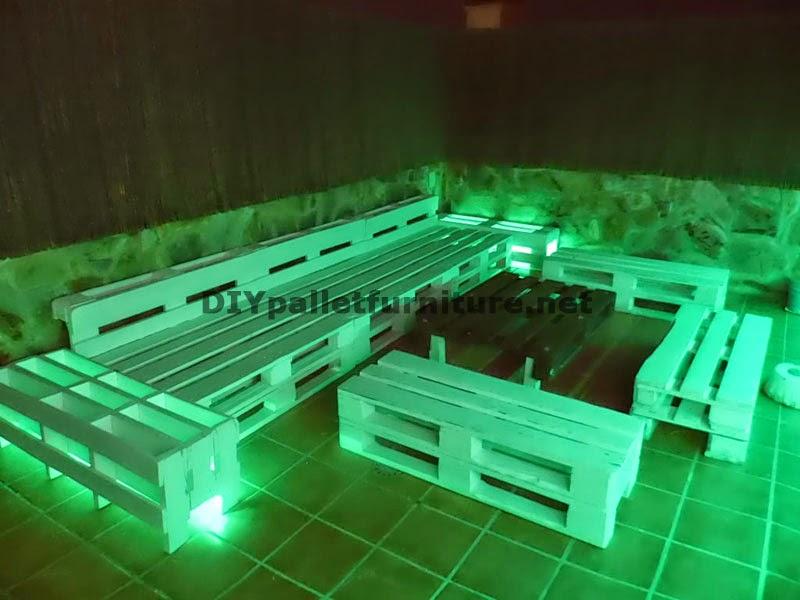 Sof s para terraza chillout y mesa for Iluminacion led en terrazas