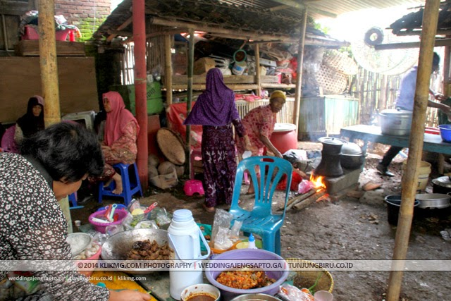Persiapan Pra Resepsi Pernikahan AJENG & SAPTO - Minggu, 7 Desember 2014 | Tata Rias & Busana oleh : Tunjungbiru.co.id | Foto & Dokumentasi oleh : KLIKMG Foto