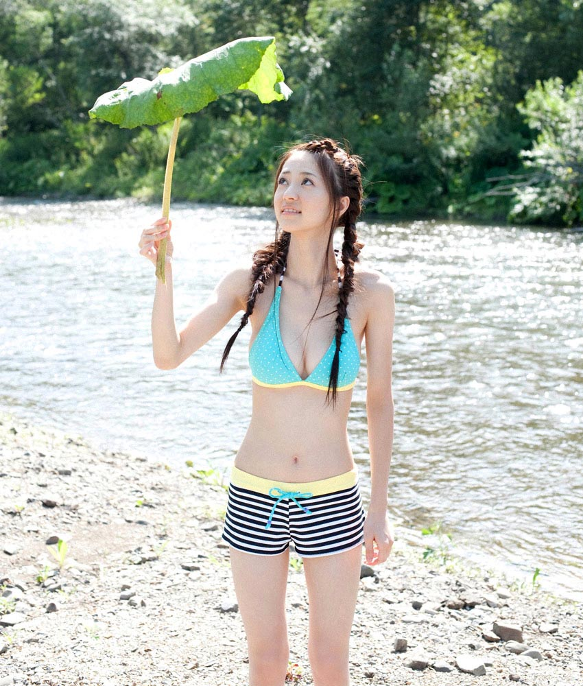 rina aizawa bikini at the river 05