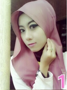Cara Memakai Hijab Kreasi Flower Warna Pink