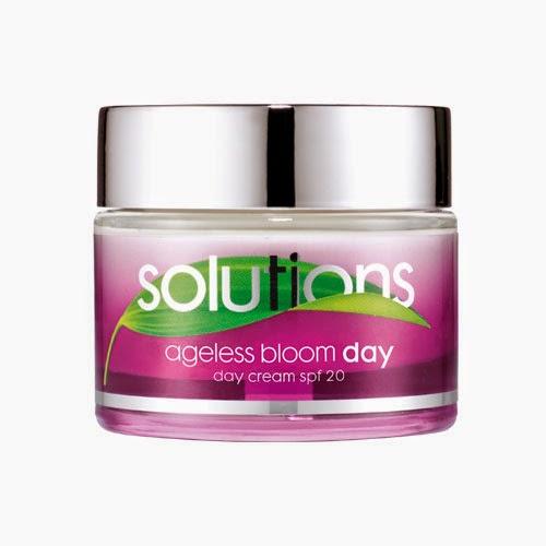 Crama da giorno antirughe Ageless Bloom di Avon Solutions